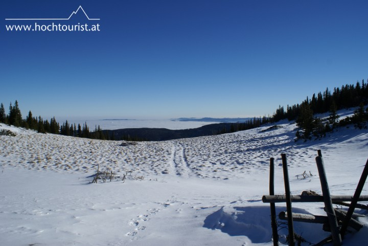 Weiß oben, weiß unten. Das Nebelmeer lässt eindrucksvolle Momente erzeugen.