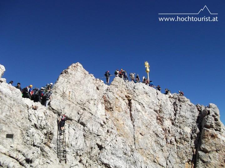 Gibt's da was gratis? Warteschlange am Gipfel.