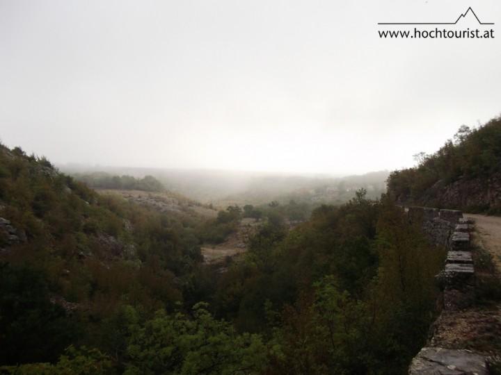 Das nebelige Krčić-Tal nimmt die ersten Stunden meiner Tour in Anspruch.