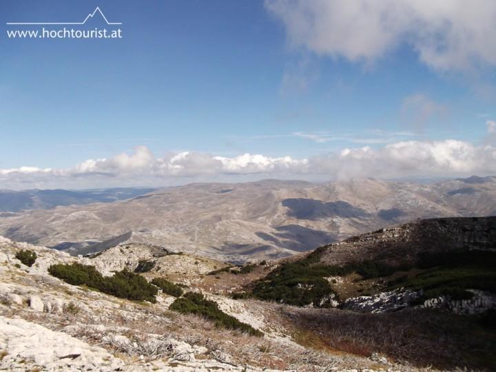 Das Dinarische Gebirge zieht sich lang dahin, hier der Blick in's Bosnische Gebiet.