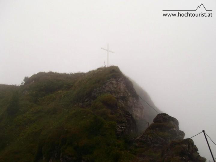 Die letzten Meter vor dem Gipfel, die Steilstufe befindet sich in der Bildmitte.