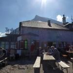 Lustig geht es zu, auf der Terrasse vom Watzmannhaus